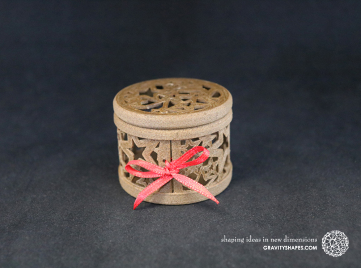 Gift Box No. 1 with Stars (filigree, short) 3d printed The photo shows an own print (FDM print) made of brown wood incl. decorative lacing.