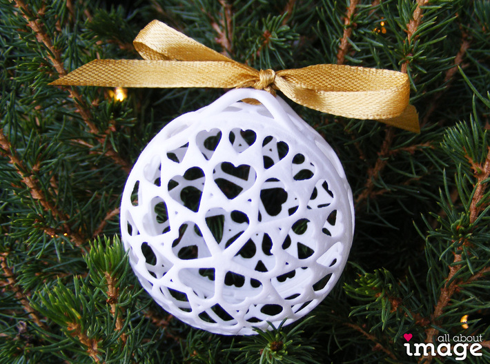 Customizable Christmas Ornament - Hearts 3d printed The crossed loop on the top allows you to tie it onto a branch in any direction