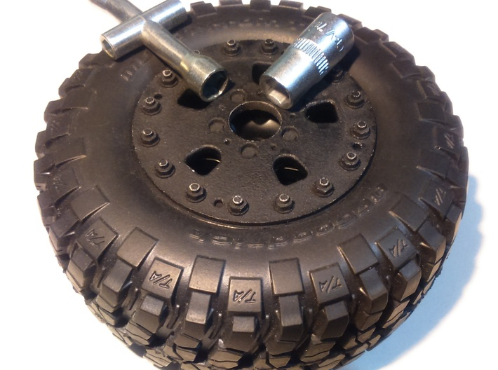 1/10 RC Car Wheel Hutchinson Caps v.2 3d printed Inner cap's hole allows to easy access to wheel mounting nut.
