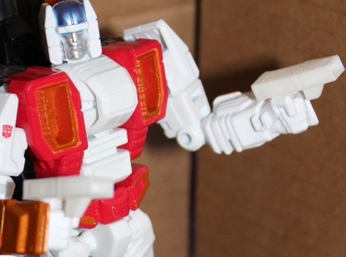 Transformers Combiner Wars Powerglide-Style Booste 3d printed The Booster-Guns can be used as pistols, too!