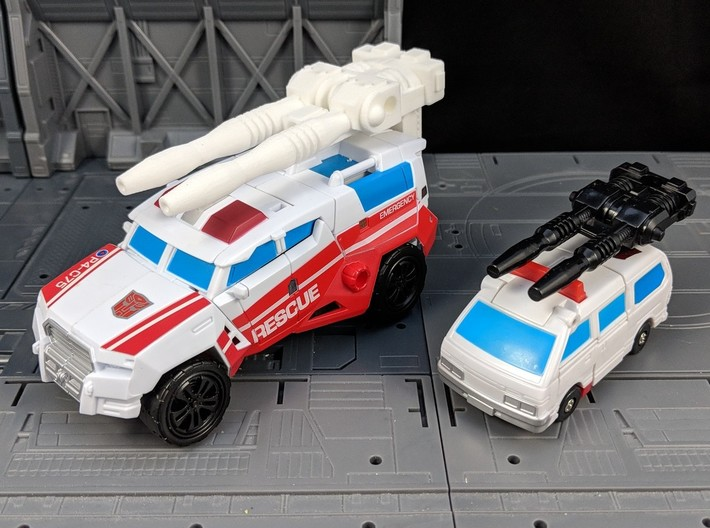 TF CW First Aid XL Car Cannon 3d printed Compared to G1 accessory