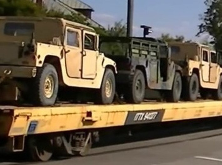 M966wTow 160 scale 3d printed 5 Humvees can be loaded on 85< flatcar