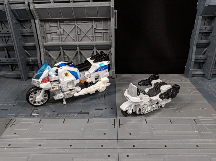 TF Combiner Wars Groove Motorcycle Cannon Set 3d printed Compared to the G1