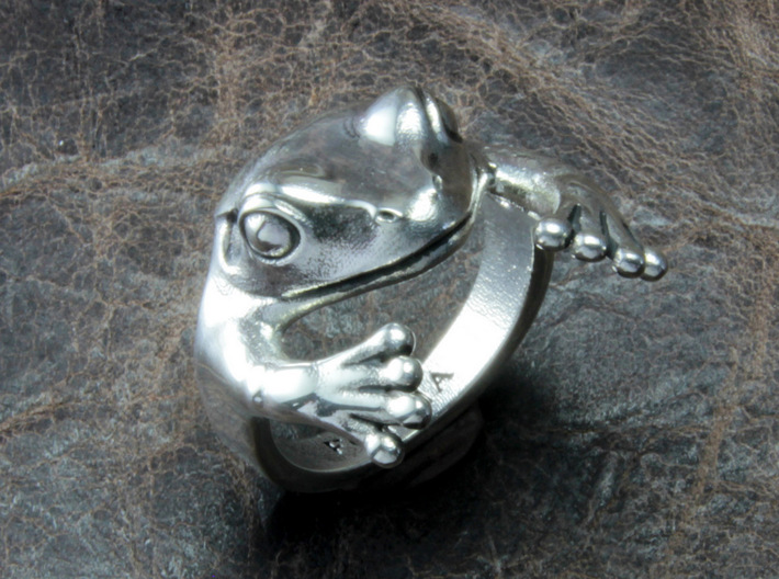 Frog Hug Ring 3d printed This material is Polished Silver , Patinated with bleach