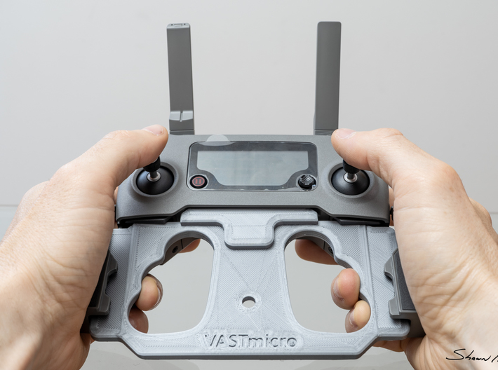 Mobile Device Mounting Plate for DJI Mavic Pro 2 C 3d printed Example shown in Grey PLA is the one I use daily