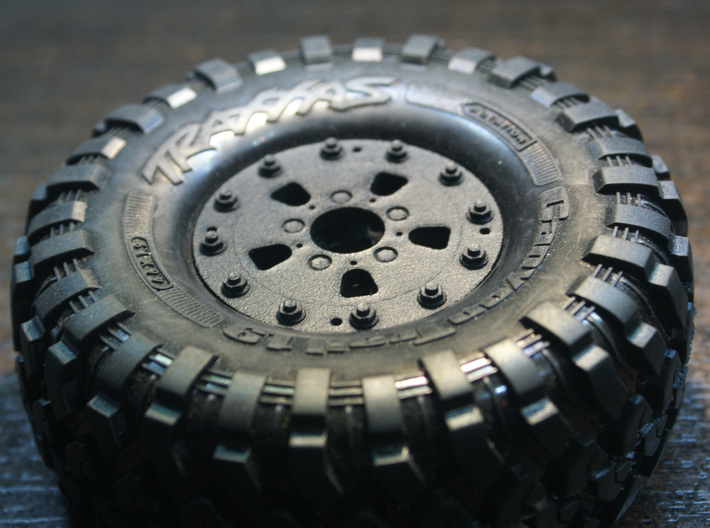 TRX-4 Hutchinson Wheel Cap 16 Nuts - One Piece 3d printed 12 Nuts version is presented as the example.
