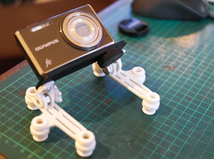 Hinged Camera Mount 3d printed Angled