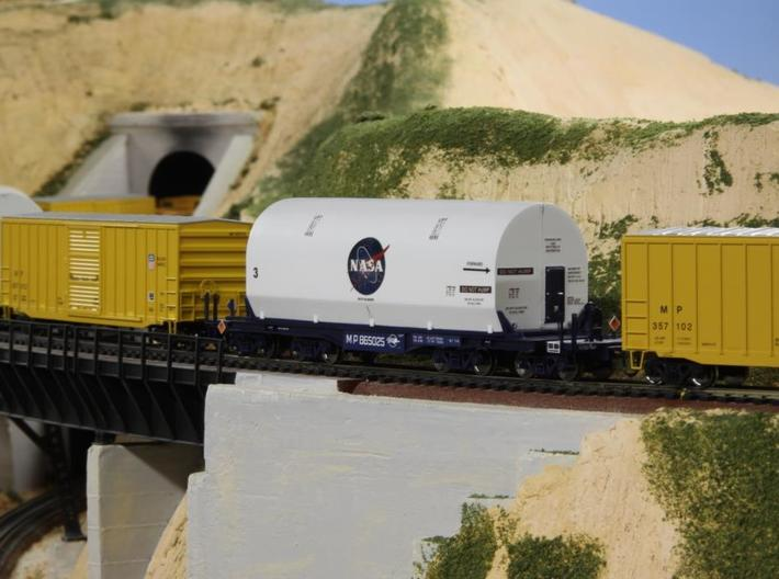 HO 1/87 NASA space shuttle SRB flatcar cover 3d printed Alternative decals on this cover.