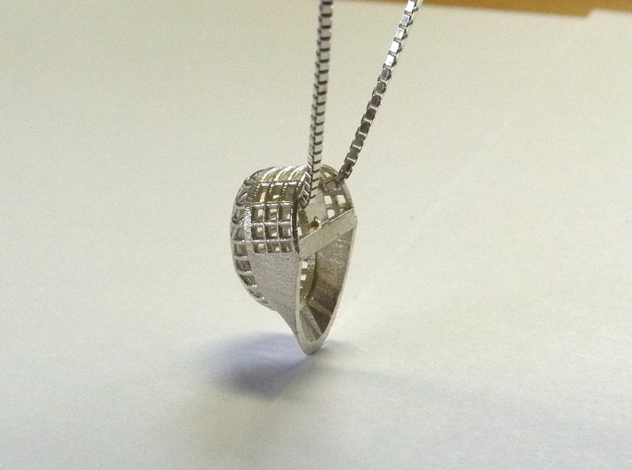 Fencing Mask Pendant 3d printed