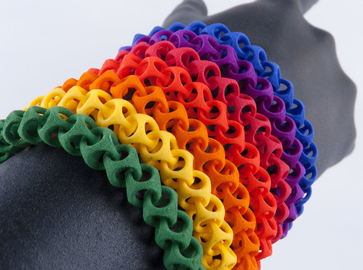 Cubichain Bracelet (Multiple sizes) 3d printed Get it one of the wonderful colors!
