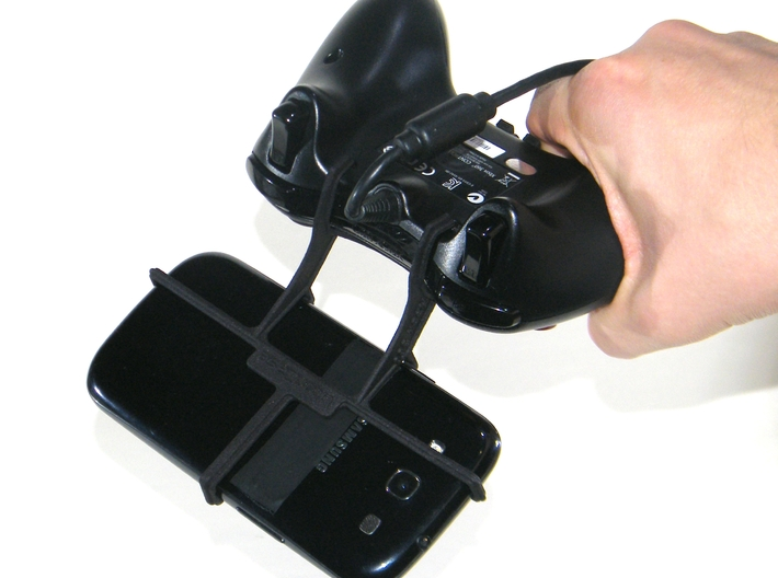 Controller mount for Xbox 360 & Oppo N1 3d printed In hand - A Samsung Galaxy S3 and a black Xbox 360 controller
