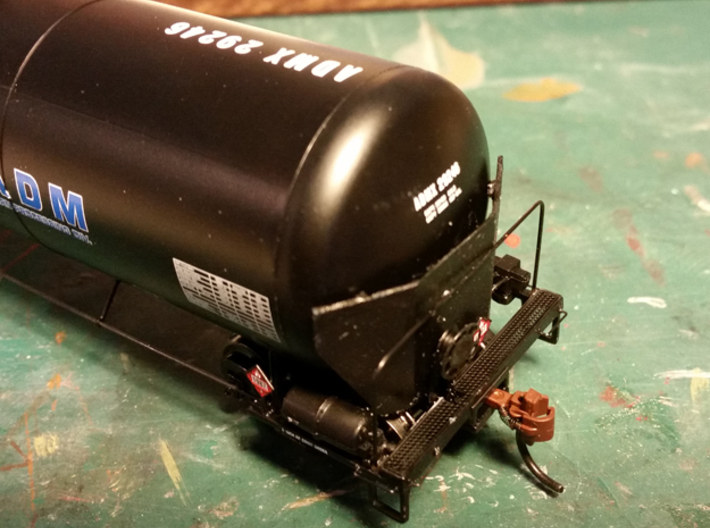 HO Scale Tank Car Shield for 2 Cars 3d printed Finished End