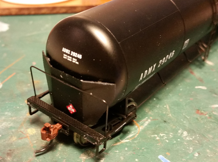 HO Scale Tank Car Shield for 3 Cars 3d printed Finished brakewheel end.