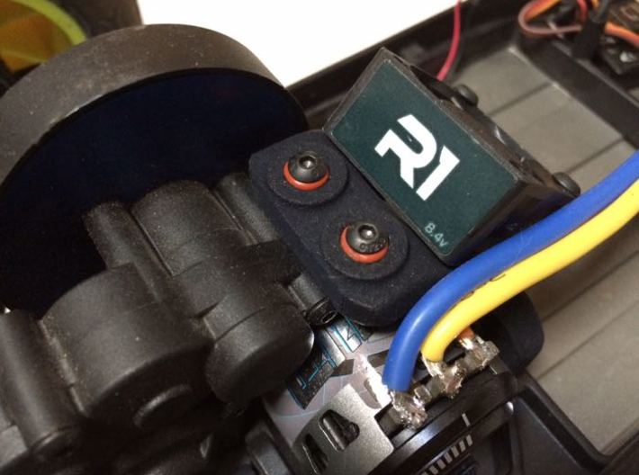 B5M / T5M / SC5M Chassis Brace With Fan Mounting,  3d printed Top view of part on the car, with R1 fan (15 mm thick)