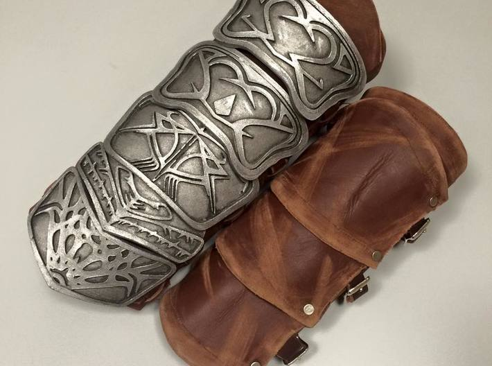 Altair Brace Bigger 3d printed Leatherwork and paintjob by the insanely talentedhttps://www.facebook.com/thefashionableassassin