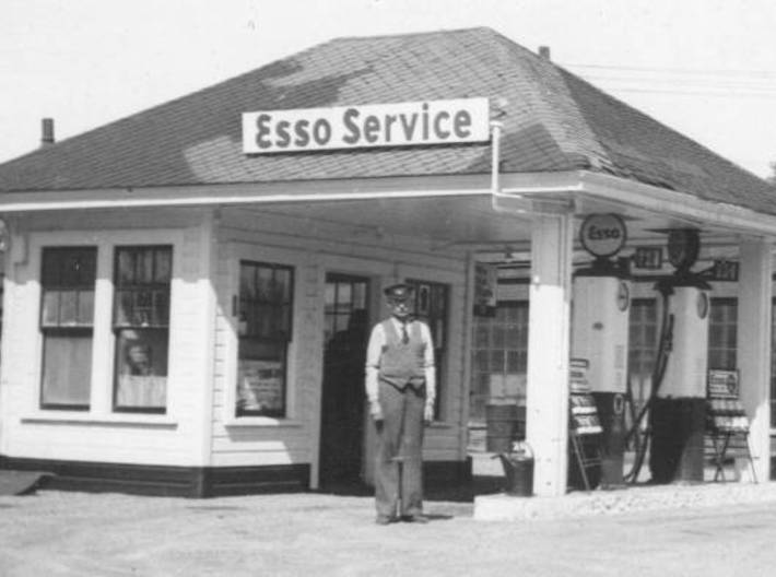Quig's Esso Main Building HO Scale 3d printed This is the only picture I have of the original